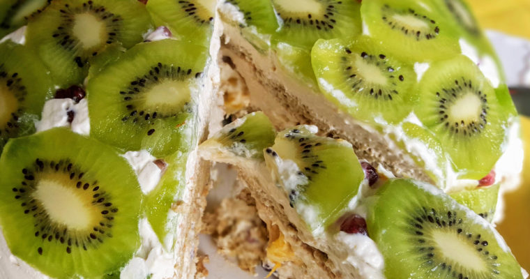 Dome-like Creamy Kiwi Cake