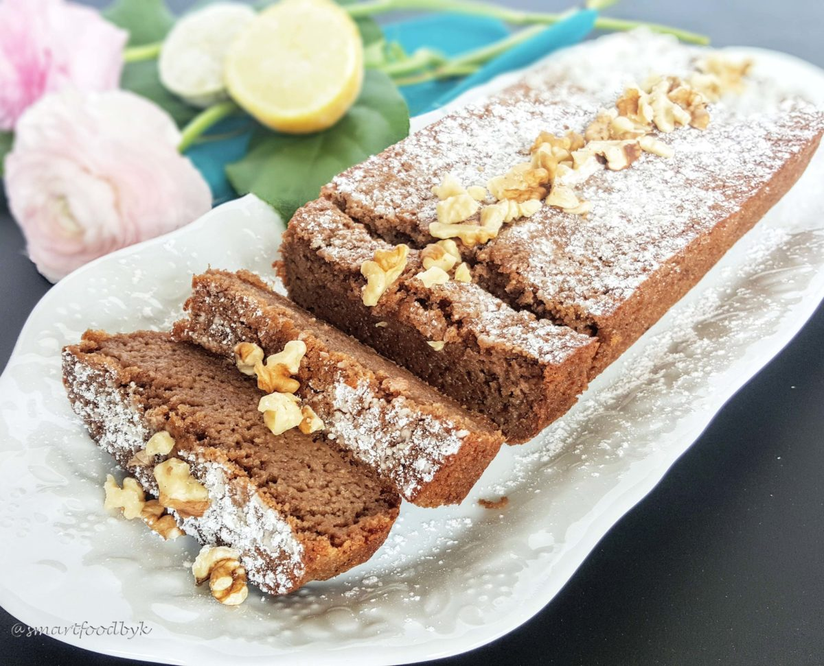 Intense lemon cake with walnuts
