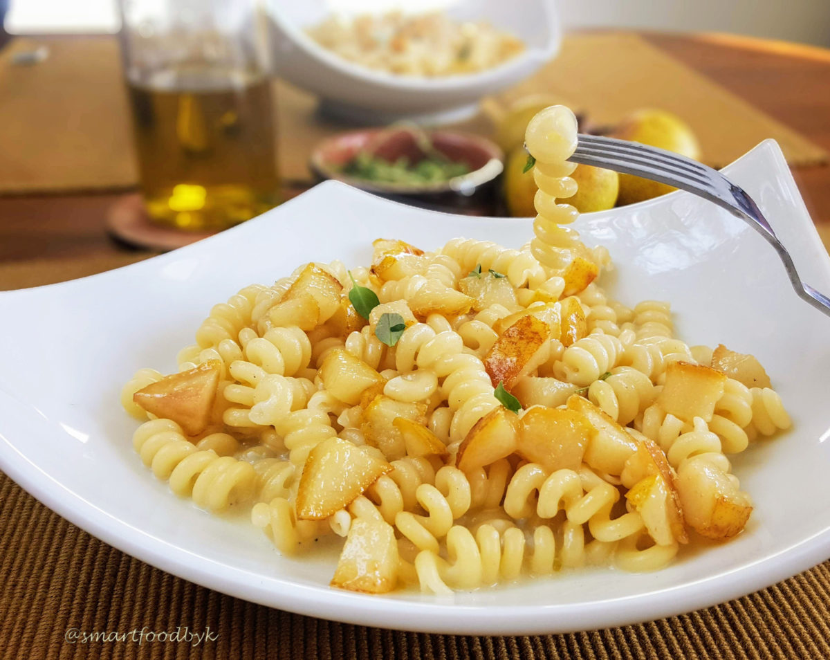Fusilli bucati in Roquefort sauce with pear