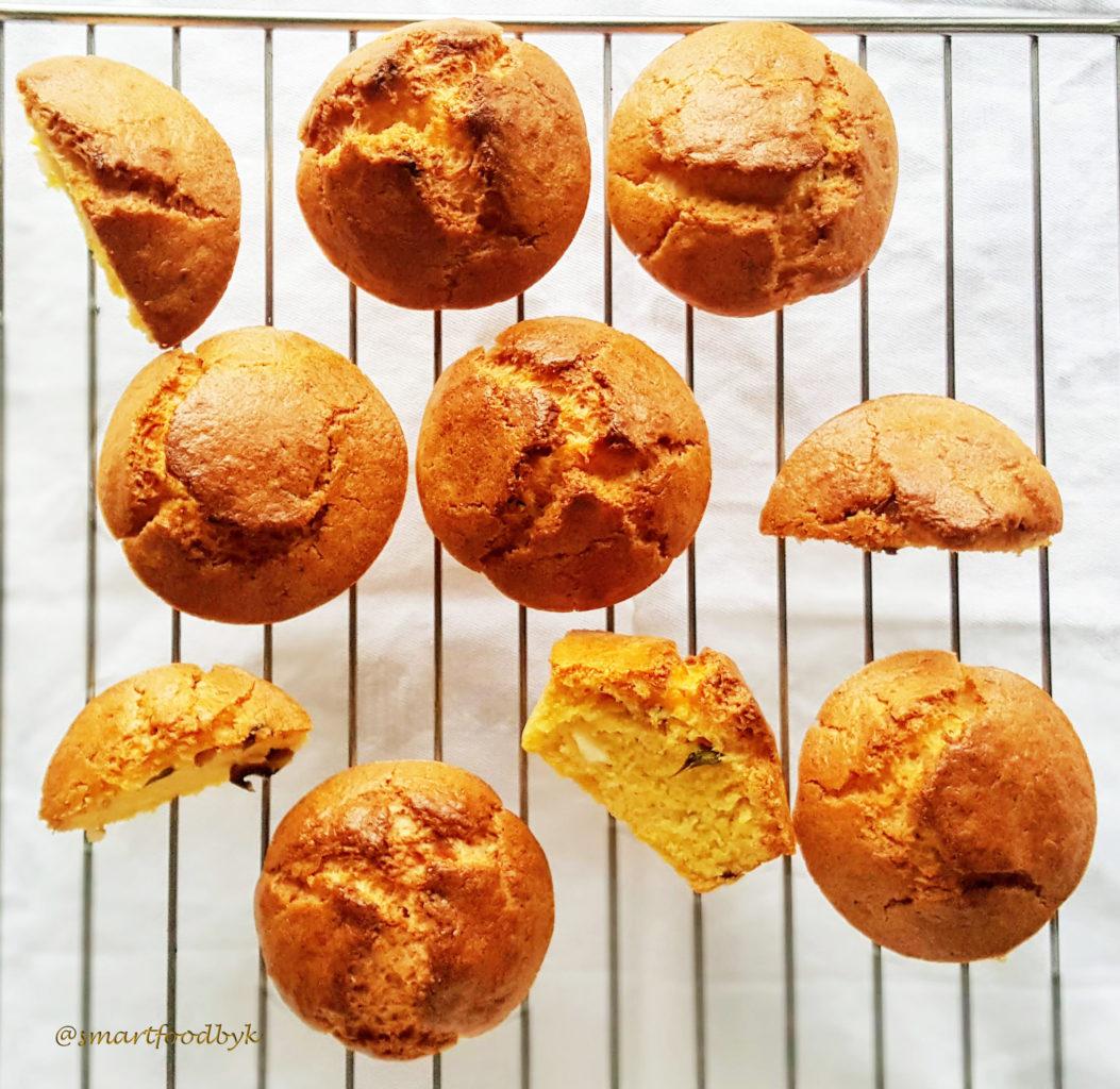 Muffins à la polenta tout frais :) Freshly baked polenta muffins.