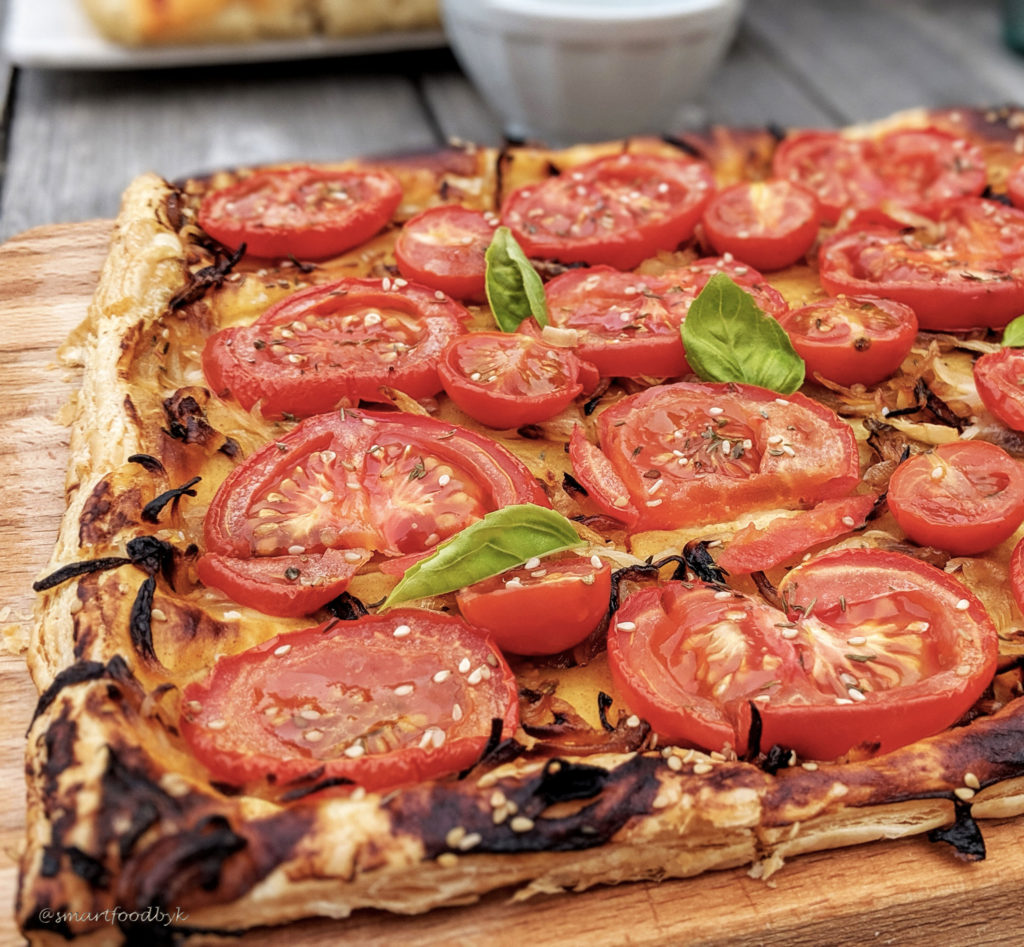 Mustard and tomato summer tart. Tarte estivale aux tomates et moutarde.