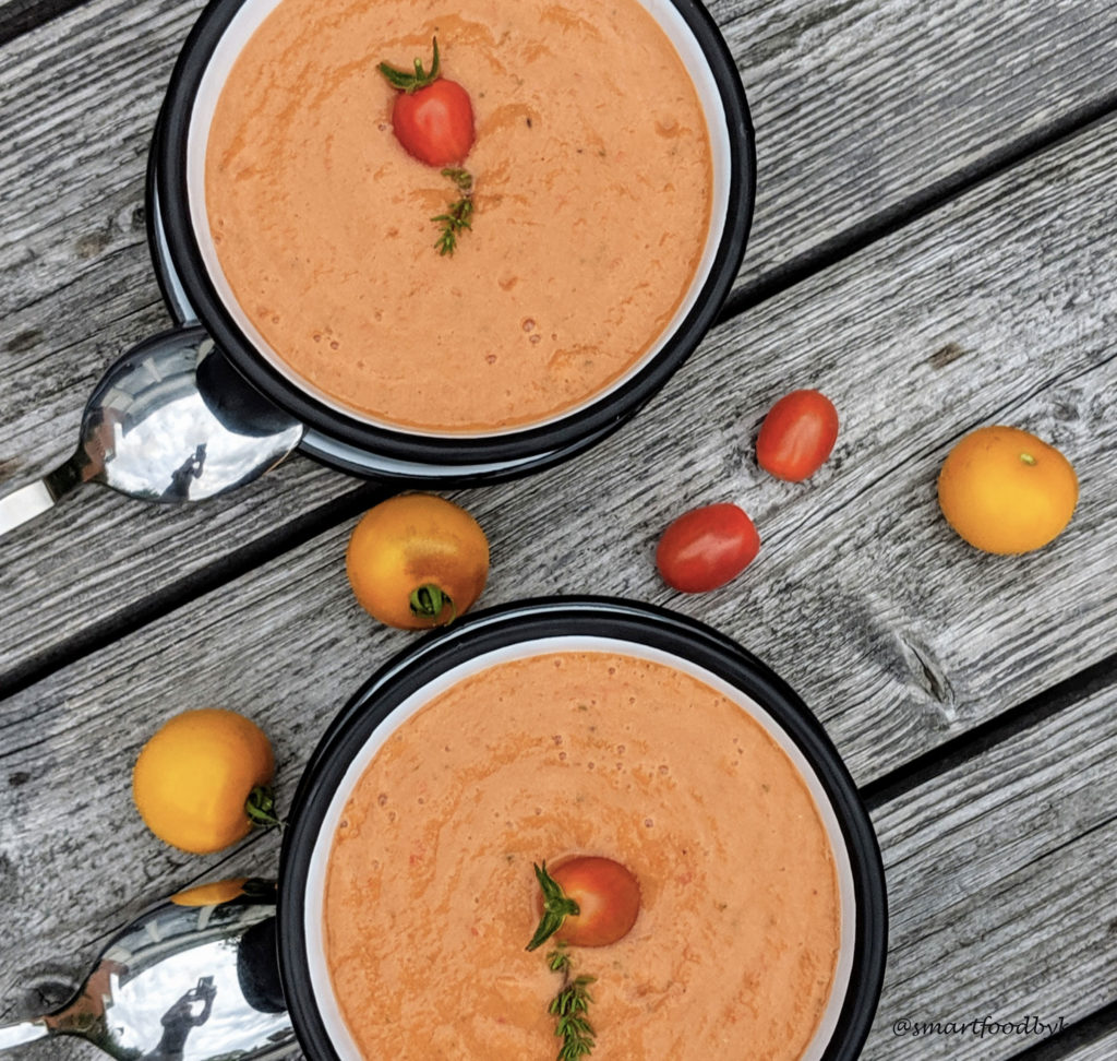 Gazpacho, délicieux potage espagnol aux légumes crus. Gazpacho, a delicious raw vegetables Spanish soup.