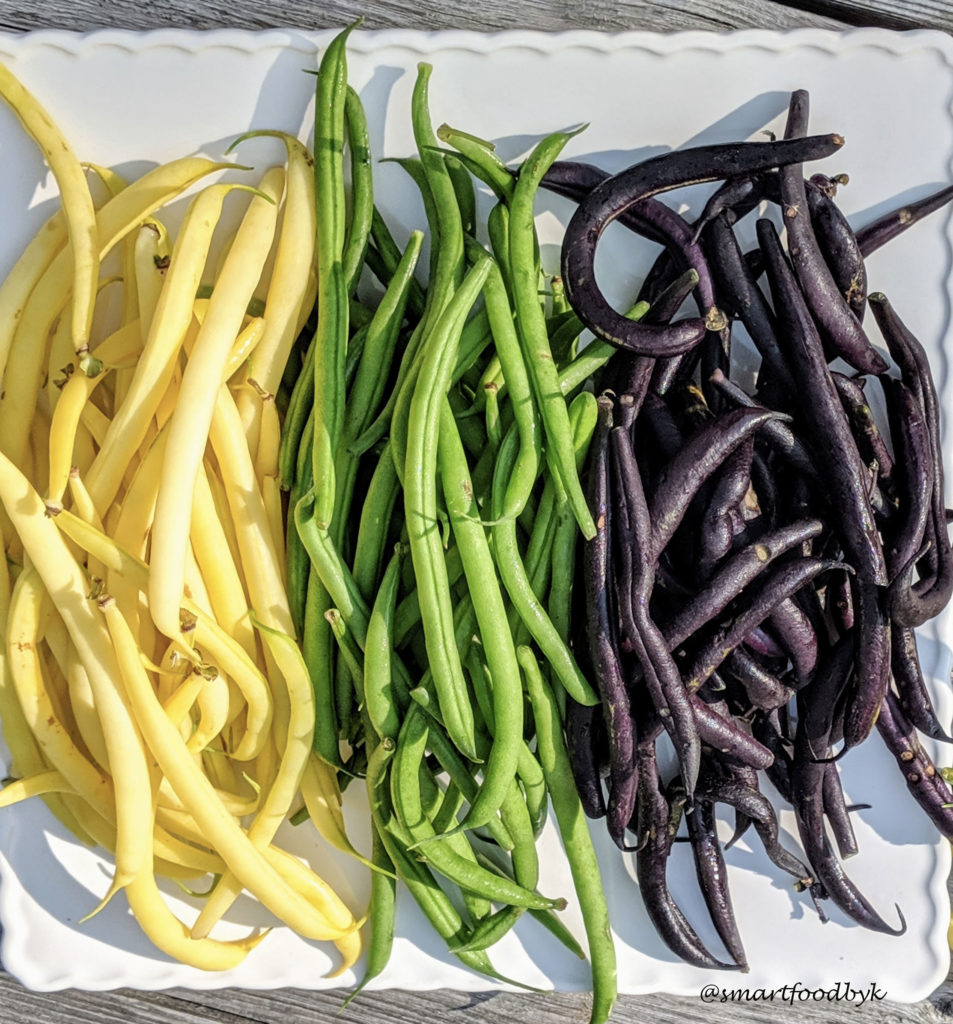 Yellow, green and purple green-beans. Haricots verts, jaunes et violets.