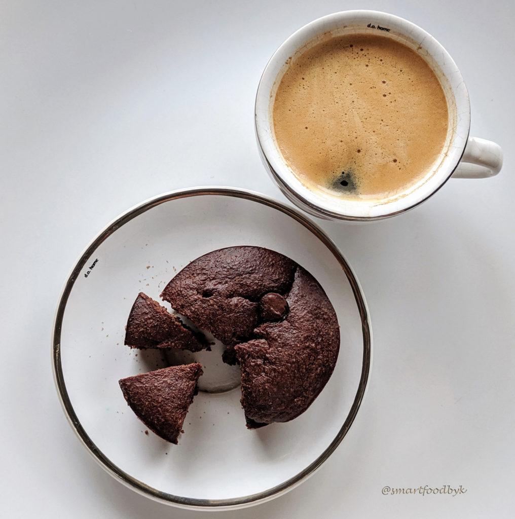 Oatmeal banana chocolate chip muffins. Muffins à la banane, pépites de choco et flocons d'avoine.