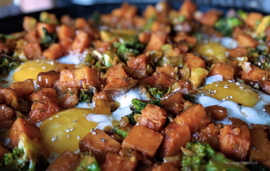 Stirred veggies and egges shaksuka style, bon appétit. Légumes et oeufs façon shakshuka, bon appétit.