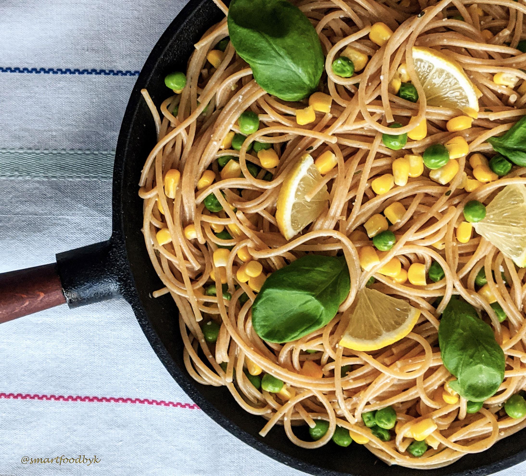 Spaghetti au zeste de citron, maïs et petits pois