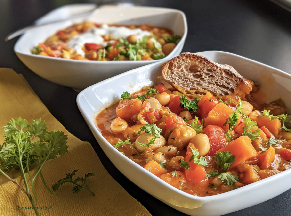 Sweet potato, white beans and chickpeas orange stew. Ragoût orange de patate douce, haricots blancs et pois chiches.
