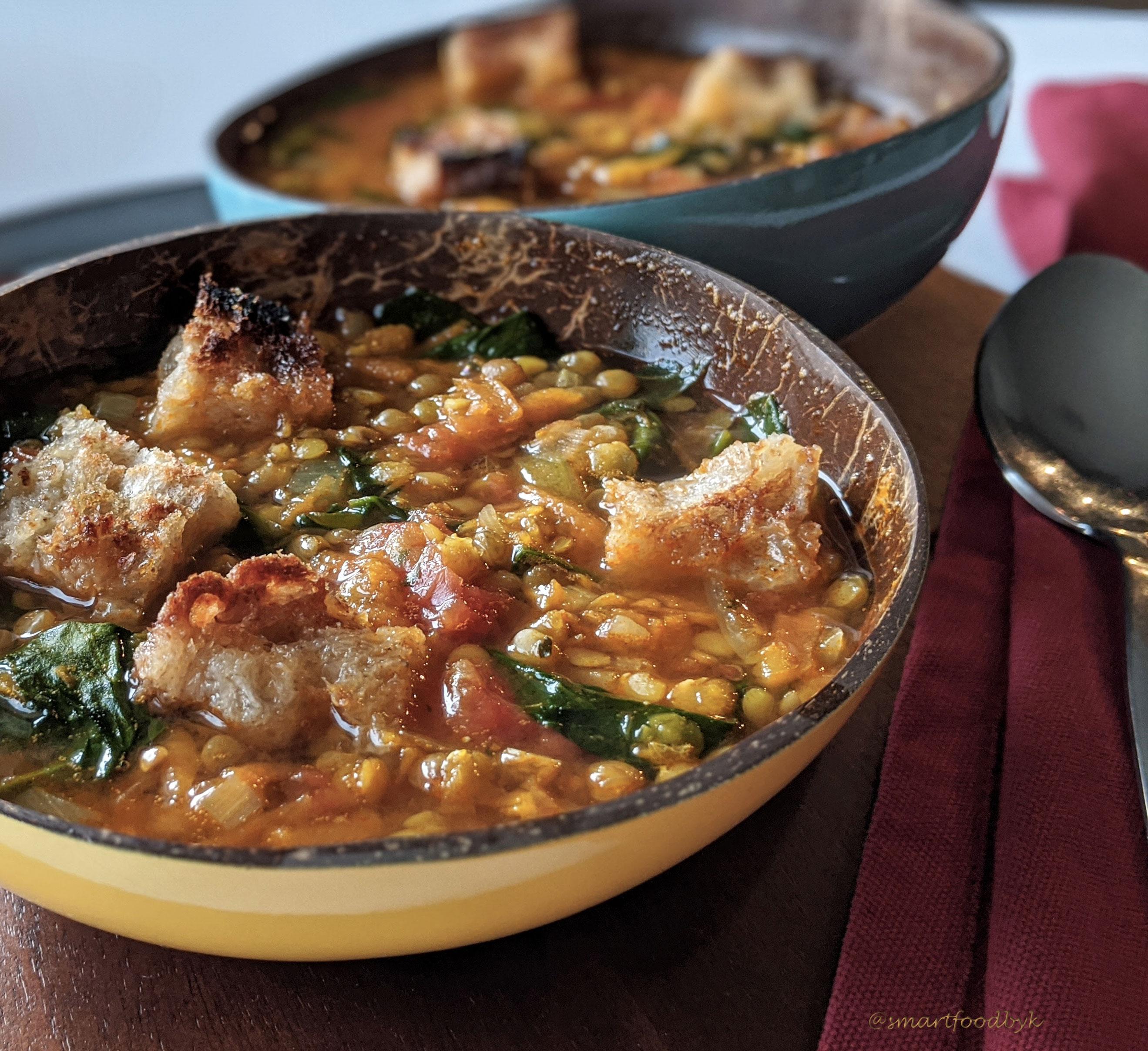 Soupe de lentilles au curry, tomate et épinards