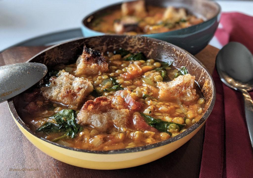 Lentil, tomato and spinach curry soup. Soupe de lentilles au curry, tomate et épinards.