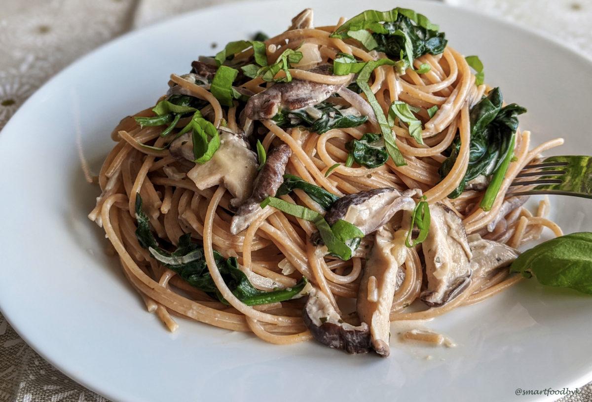 Shiitake, spinach and coconut cream pasta. Spaghetti aux shiitake, épinards et crème de coco.