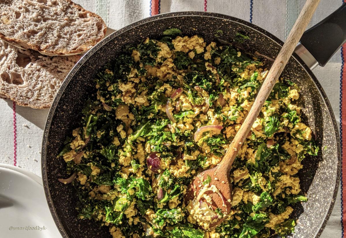 Enjoy the kale and red onion toflette. La toflette à l'oignon rouge et le chou kale est prête, bon appétit !
