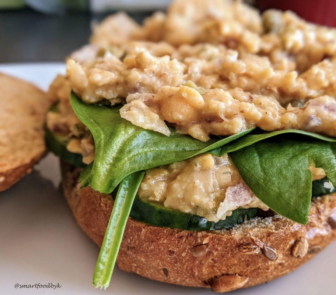 Plant-based tuna sandwich ready! Sandwich au thon végétal prêt !