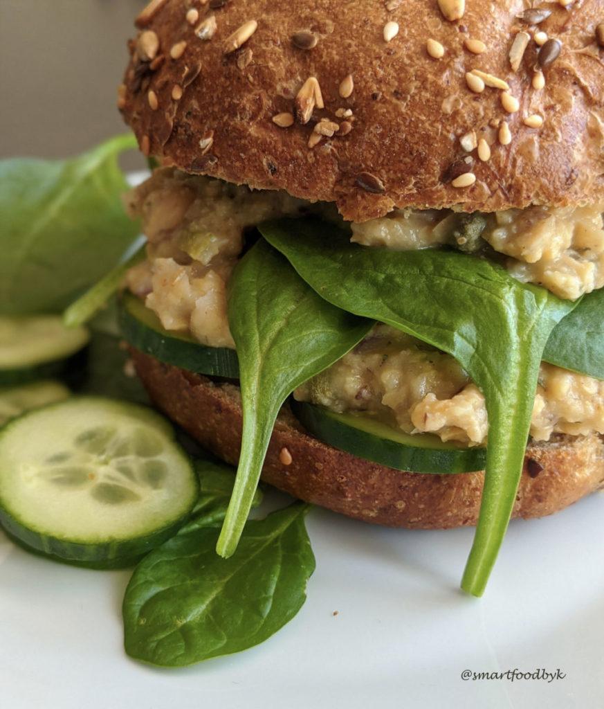 Plant-based tuna sandwich. Sandwich au thon végétal.